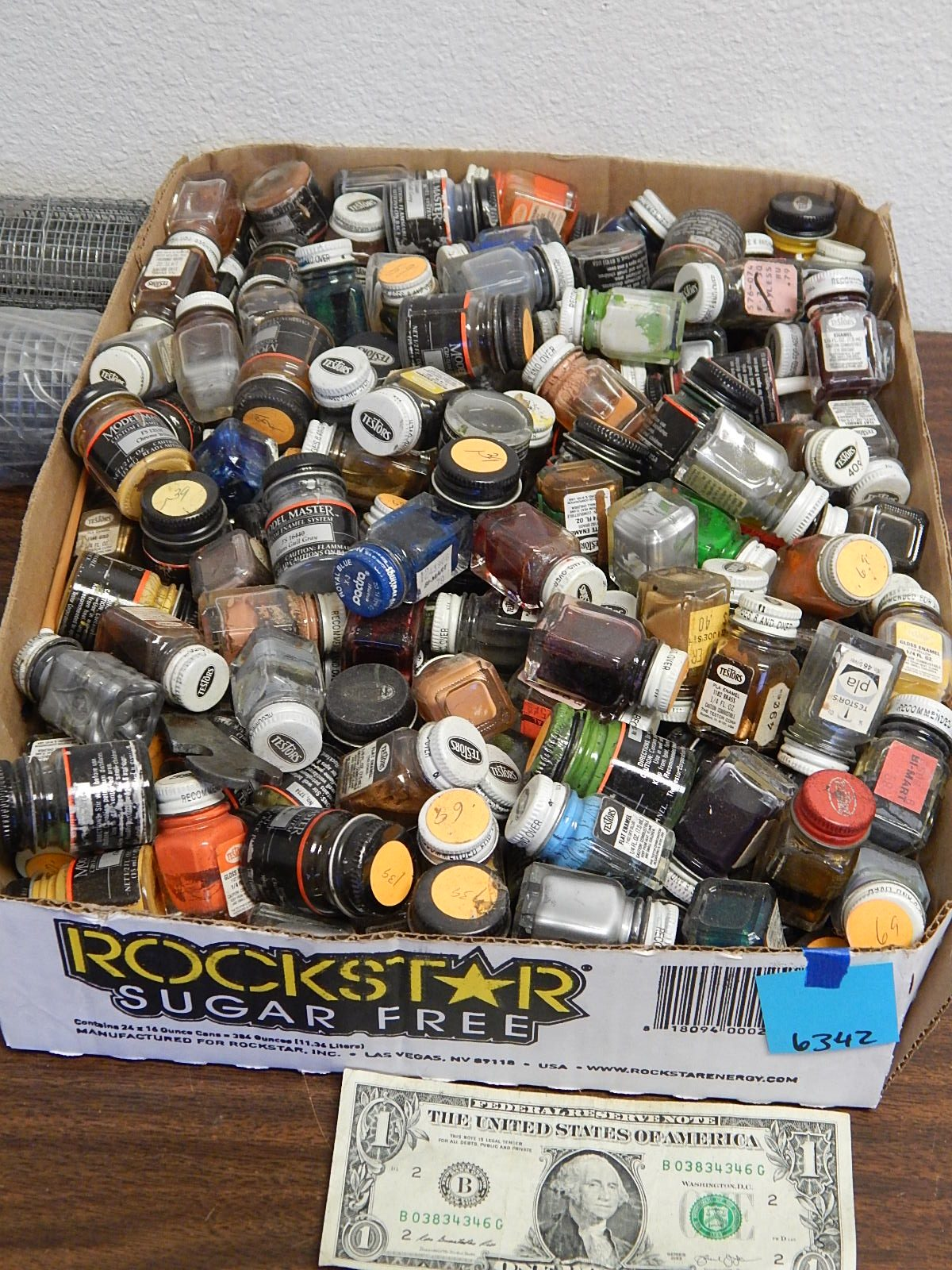 BD6342- Flat of Old Model Paints ( AS IS )