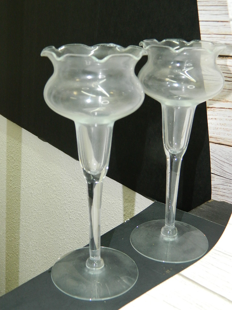 AA6925- Pair of Thin Glass Made Ruffle Top Candle Holders '7.5in Tall'