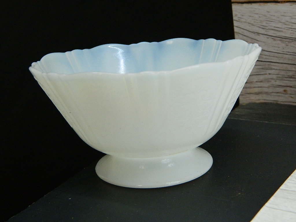 BH6947- Old Very Pretty Etched Thin Melt Glass Made Dessert Bowl Small Chip '2.5x4.5in'