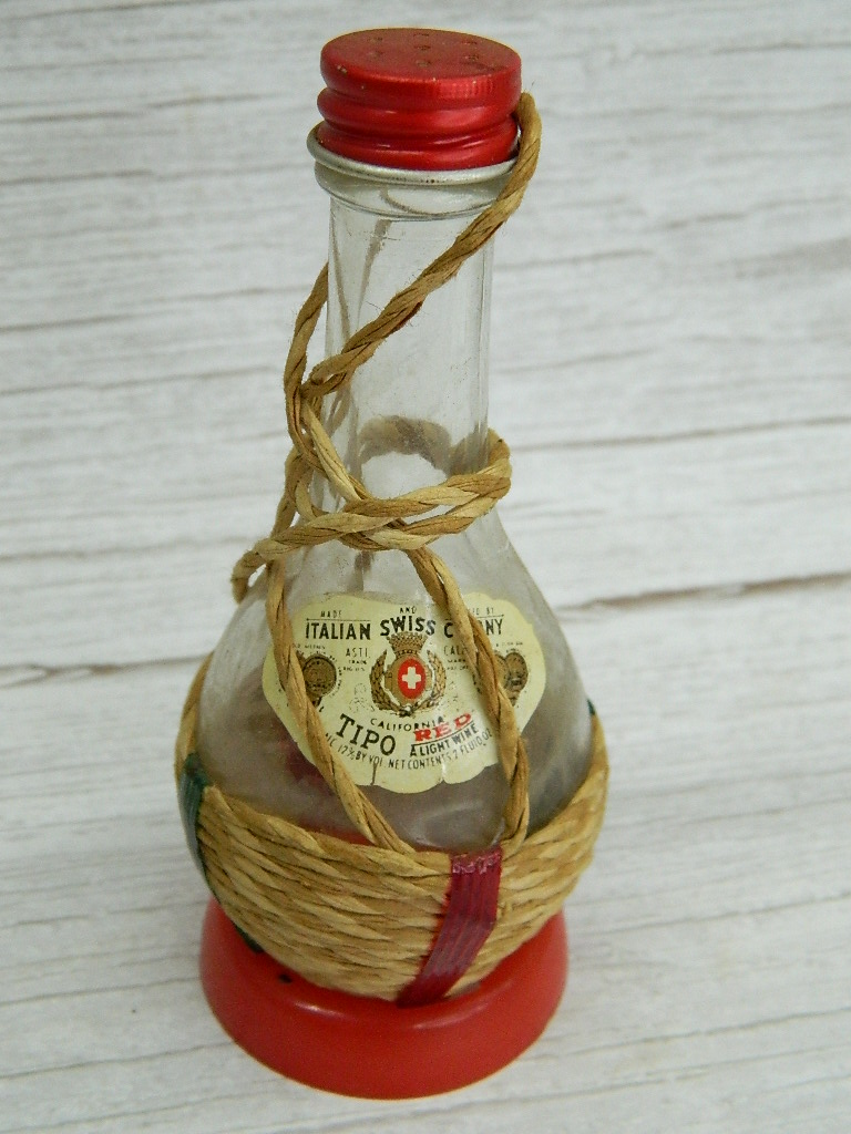 BH7086- Vintage Italian Swiss Colony TIPO Red 2oz Twine Weaved and Glass Made Wine Bottle w/Lid