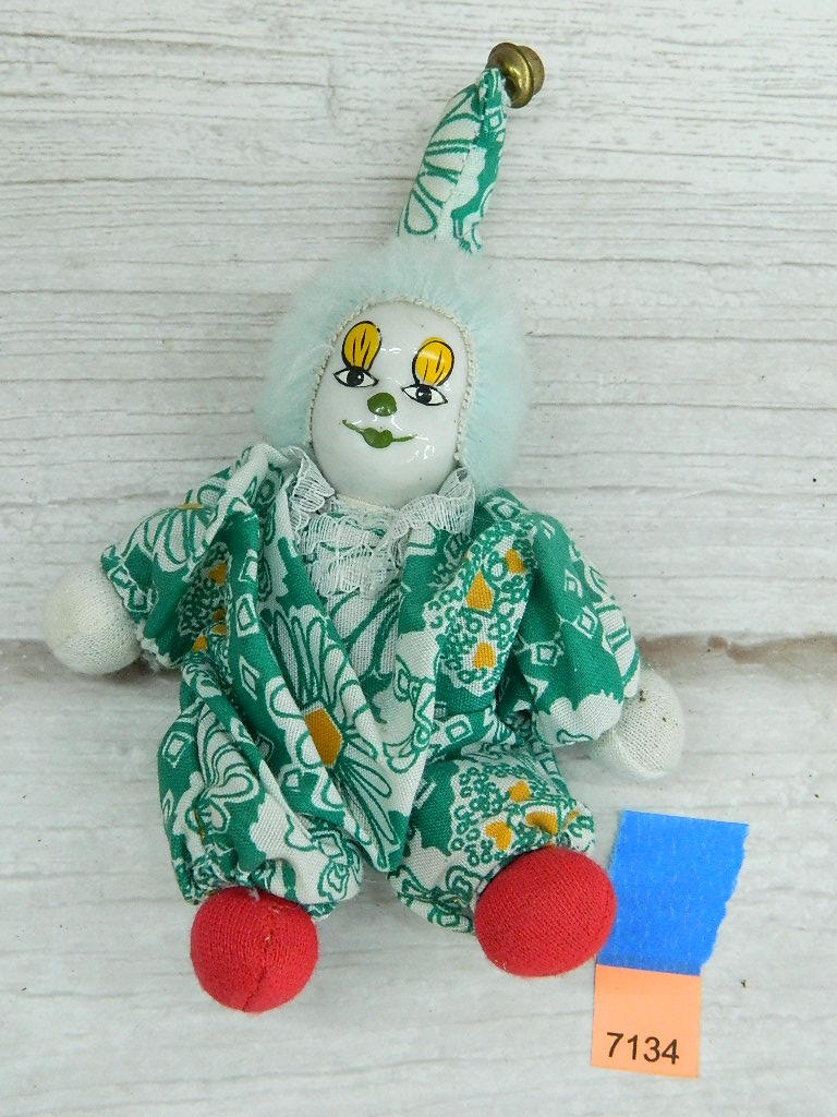 AA7134- Porcelain Faced Collectible Clown Doll '6in Tall'
