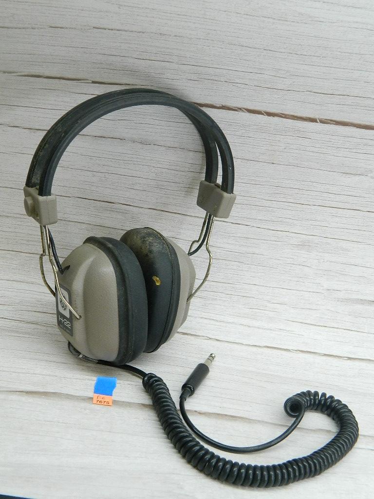 FL7675- Vintage GENERAL ELECTRIC H-22 Made in Japan Aviation Headphones