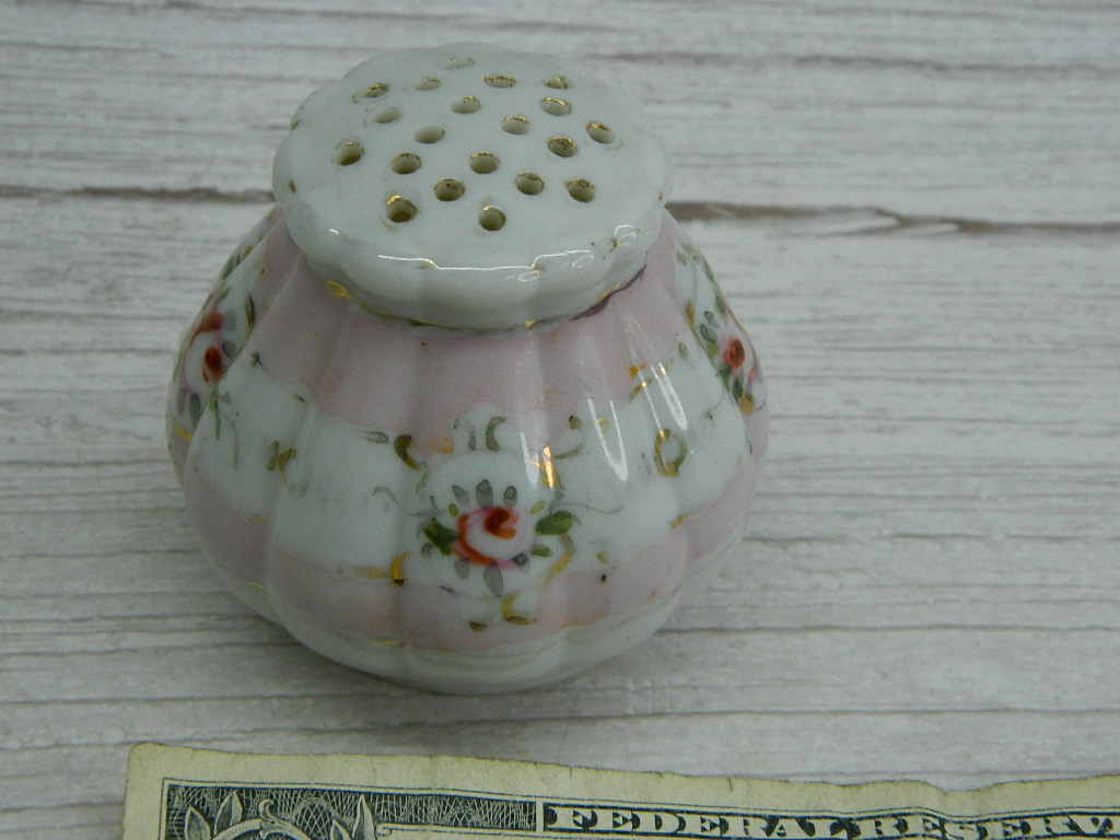 AA7689- Gorgeous Vintage Porcelain Painted Rose Themed Pepper Shaker No Stopper '2.25n Tall'