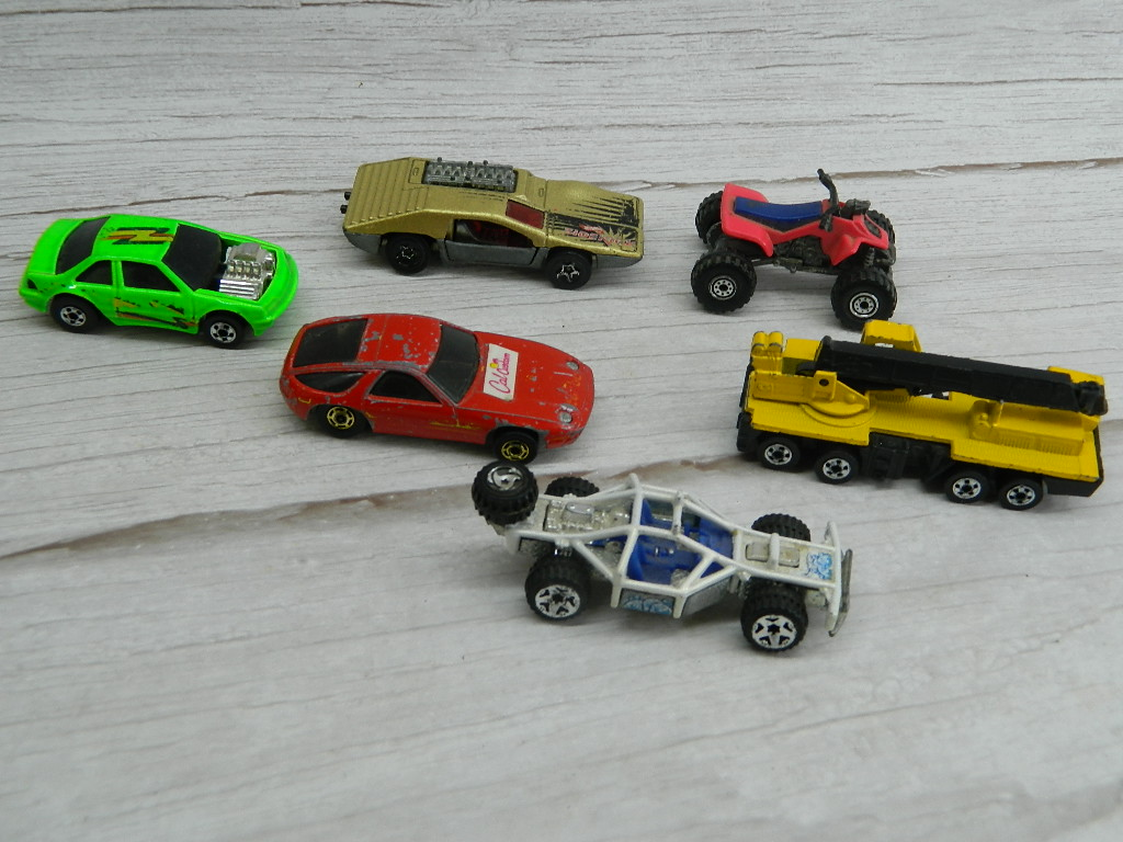 CF7693- Collection of Vintage Metal Made HOTWHEELS and More