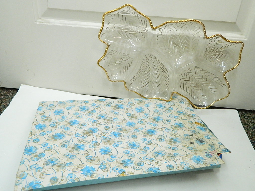 CO7838- Stunning Vintage Glass Cut Leaf Shaped Divided Serving Party Decorative Bowl Platter Great For Holiday's '1.5x10.5x16in'