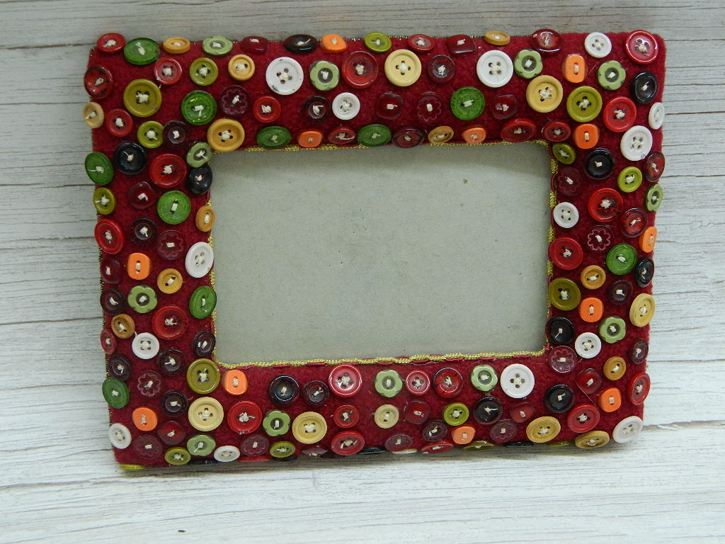 OE7866- Super Cute Vintage Buttoned Themed Picture Frame 'Holds 4x6in'