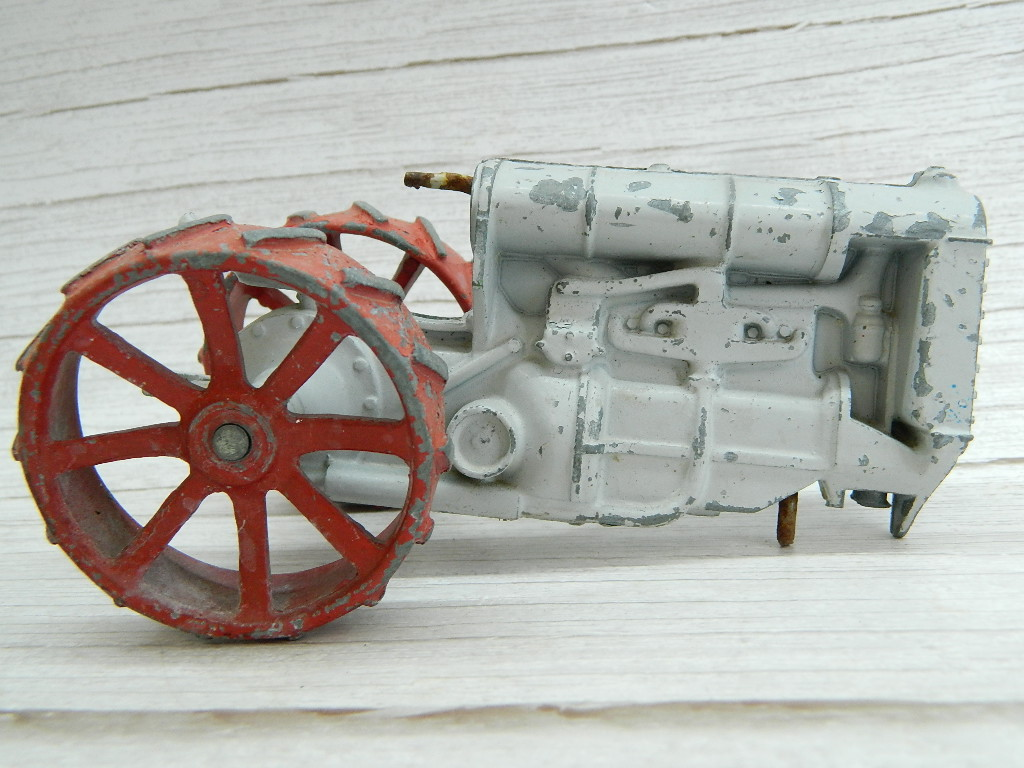 CF6636- Old RARE Metal Made 'FORDSON' Marked Grey and Red Painted Tractor Toy PARTS ONLY '3 x6x4 Inches'