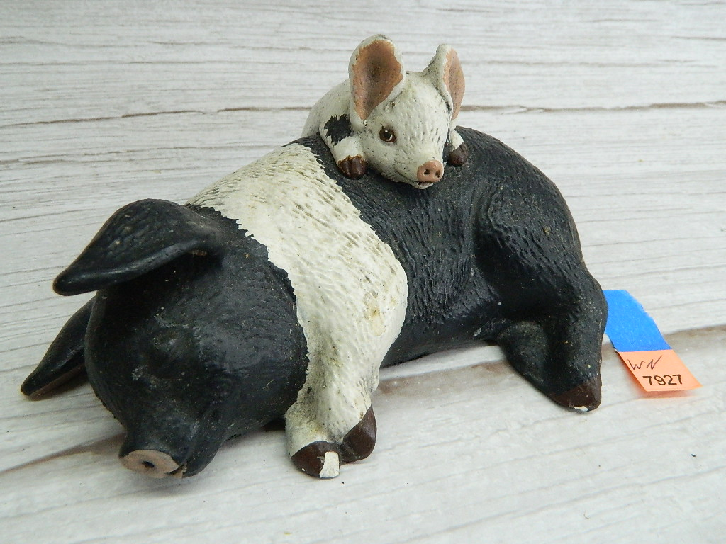 WN7927- Vintage Chalk Made Painted White and Black Mom and Baby Pig Figurine '3x6in' Small Chipping