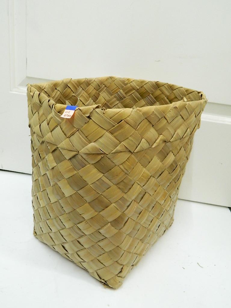 OE6785- Cute Bark Weaved Whicker Styled Basket 13x10x12 in Slightly Damaged