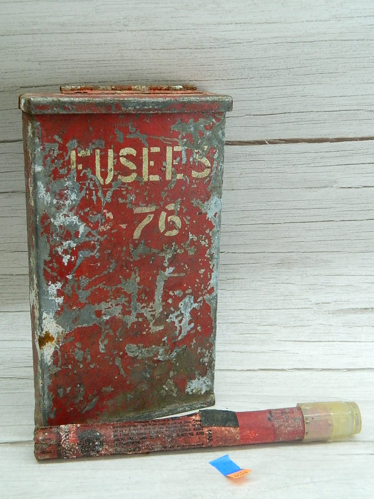 OE8029- Vintage Metal Made Red Painted 'FUSEES 76' Box w/ Hinged Lid, 1 Flare Inside '10.75x6.5x1.5in'