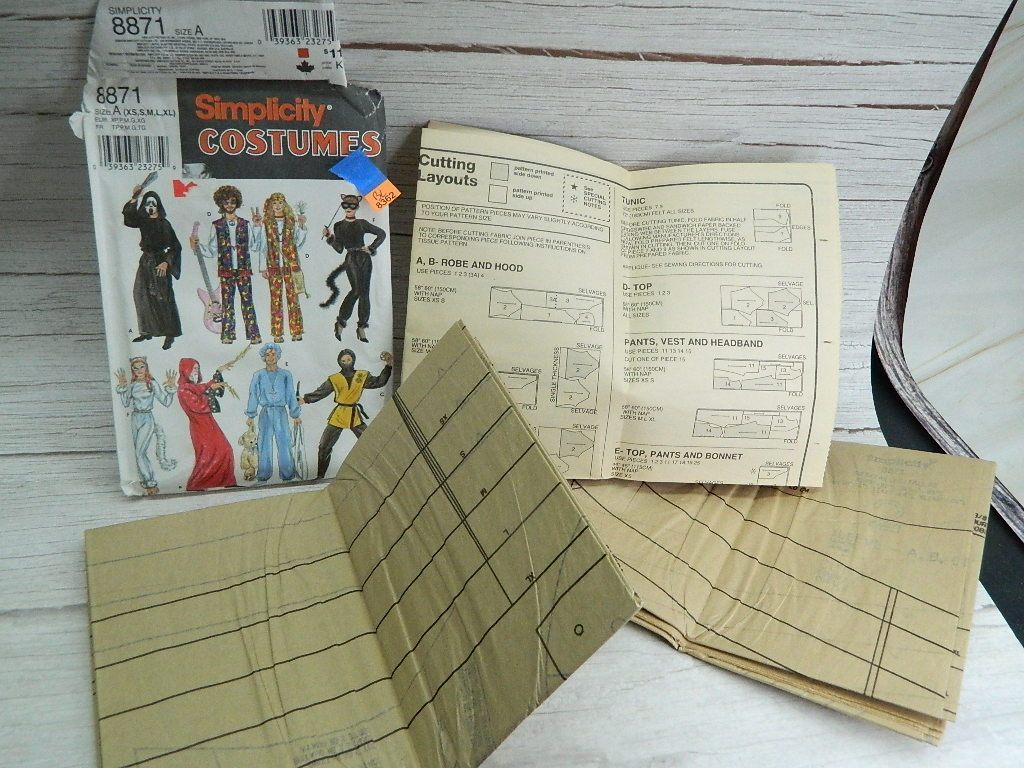 BL8362- Packet of 1999 SIMPLICITY COSTUMES Sewing Designs Sizes Range From XS- XL Pattern # 8871 Size A