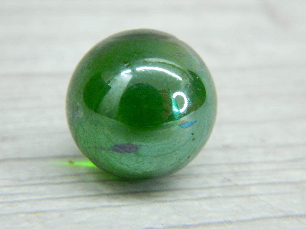 CA8422- Vintage Collectible 'Green' Glass Marble