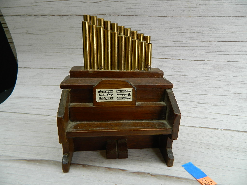 ML8457- WORKING Wooden Made Decorative Music AVE MARIA Playing Organ Piano GEORGE GOOD CORP. 1982 Made in Taiwan '6.25x5x3in'