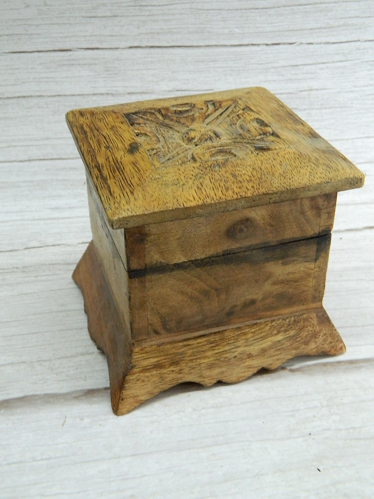 ML8480- Old Wooden Made Carved Trinket Box w/ Hinged Lid '4x4x4in'