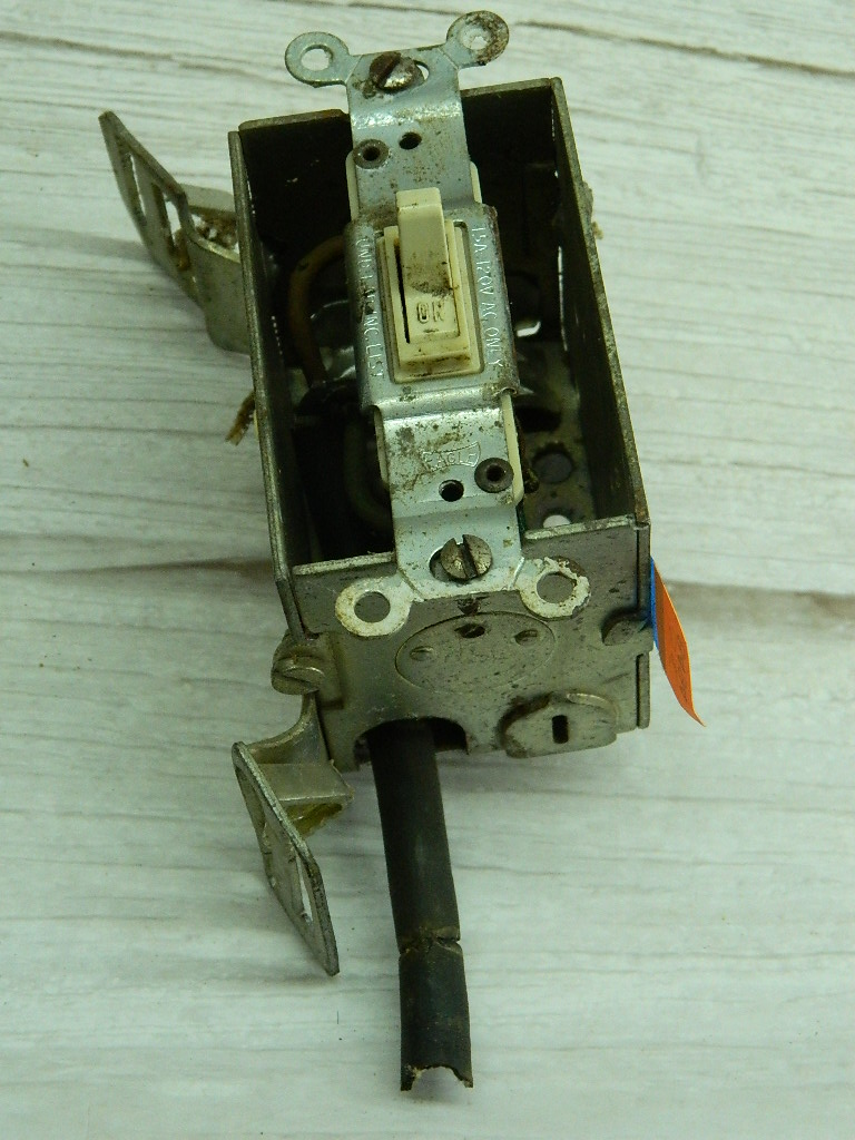 OE8494- Electrical Light switch AS IS