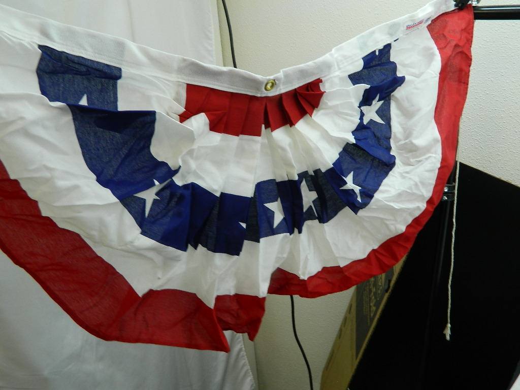 ML8505- In Package VALLEY FORGE  FLAGS 1 1/2FTx 3FT Polycotton Pleated Fan