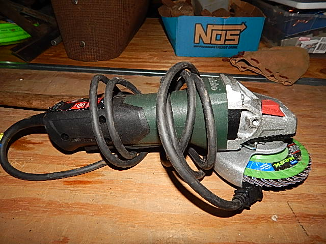 CB147-Metal 8.5amp 04-1/2in Electric Sander