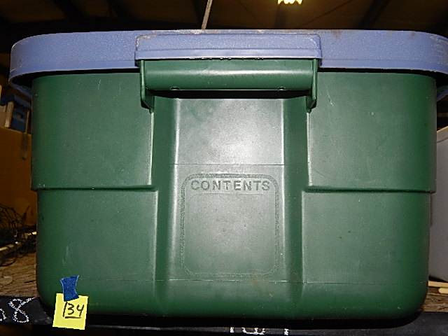 134-Rubbermaid Roughneck Plastic Container w/ Lid